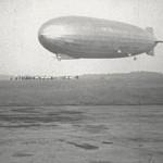 """Luftschiff """"Graf Zeppelin"""" landet auf dem Butzweiler Flughafen 1931"""